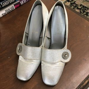 Vintage Silver Shoes Pumps with Rhinestone Button